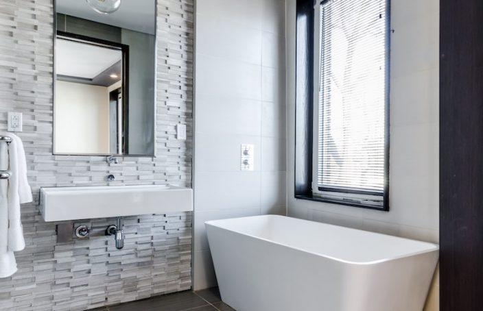 Badezimmer Gestaltung einfach gemacht: Die richtigen Rollläden finden! -